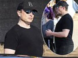 Elon Musk sports a fuller figure on family outing to pumpkin patch