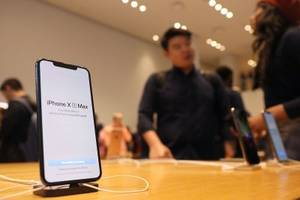 3 reasons you should buy the iphone xs max instead of the standard iphone xs (aapl)
