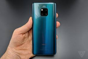 The Huawei Mate 20 Pro can wirelessly charge other devices