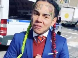 watch: tekashi 6ix9ine announces he's 10 for 10 on billboard & says it's a trend to hate him