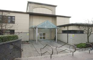 Thug ran at Coatbridge police officers while wielding kitchen knife