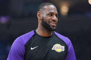 Skip Bayless on LeBron James' scrimmage shot: 'LeBron will have no pressure this year'