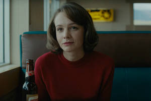 'wildlife' film review: carey mulligan excels in paul dano's family drama