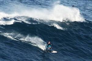 devon surfer cotty catches first big wave in portugal since breaking his back in horror wipeout