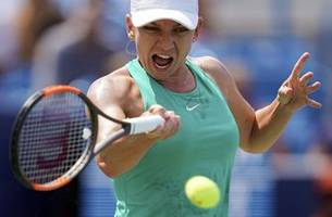 Top-ranked Simona Halep withdraws from WTA Finals