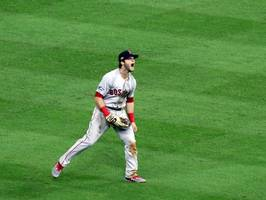 andrew benintendi ends tense game 4 of alcs with 'do or die' diving catch