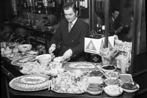 pub grub served up at leicester pub in 1972 gives food for thought!
