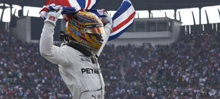 sainz: hamilton among f1's greatest drivers