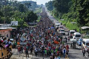 donald trump threatens to 'call up the military' as 5,000-strong migrant caravan heads towards us border