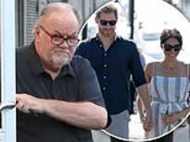 Thomas Markle runs errands in Mexico following the news of Meghan's pregnancy