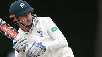 Worcestershire: All-rounder Ed Barnard and batsman Tom Fell sign new deals