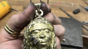 lil wayne necklace helps art student pay university fees