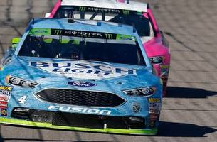 larry mcreynolds is starting to worry about kevin harvick and the no. 4 team