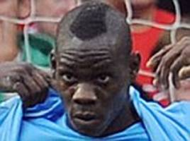 mario balotelli trolls man united as he posts throwback picture to man city's 6-1 derby win in 2011