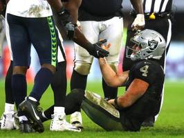 Raiders' Derek Carr denies crying after injury, pushes back on report of 'fractured relationship' with teammates