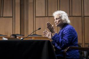 sandra day o'connor, first woman to serve on supreme court, announces probable alzheimer's diagnosis