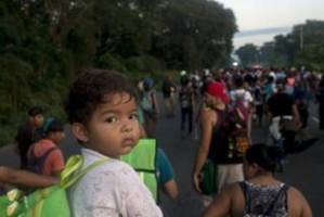migrant caravan in pictures: a river of people moving north