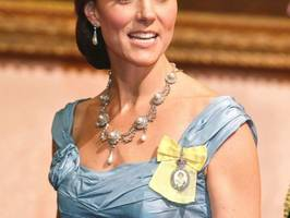 princess kate steps out in the late princess diana's beloved tiara for state dinner