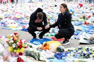 jamie and rebekah vardy weep at king power stadium after leicester helicopter crash