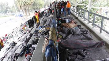 mexico city receives first wave from migrant caravan