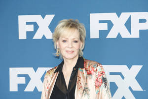 jean smart to co-star on damon lindelof's 'watchmen' series for hbo