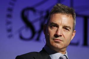 hedge-fund billionaire dan loeb reportedly discloses a stake in american express (axp)