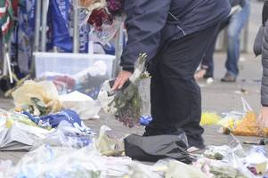 leicester city helicopter crash tributes moved at king power stadium with help of fans