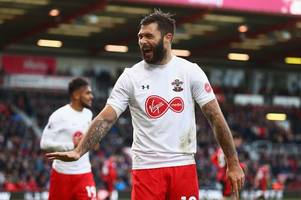 southampton star charlie austin launches astonishing rant at referee after watford draw
