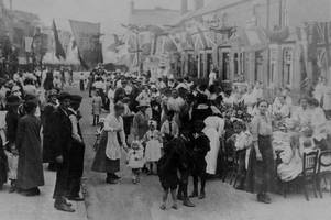 Flags, fireworks, dancing and beer: How Hull celebrated the end of the First World War with incredible street party