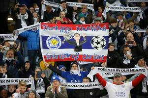 leicester city fans praise 'special send off' for vichai srivaddhanaprabha