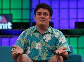 facebook denies firing oculus founder palmer luckey for supporting trump (fb)