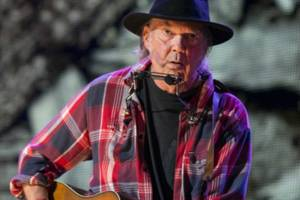Neil Young Loses Home in Woolsey Fire, Blasts Climate Change 'Denier' Trump