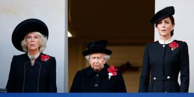 meghan markle didn't stand with queen, kate and camilla at remembrance ceremony