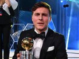 manchester united star victor lindelof nets swedish player of the year award