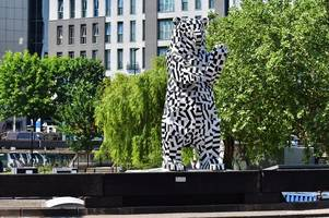 council will have to debate bearpit bear as thousands sign petition to save it
