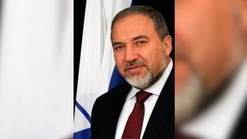 israeli defense minister resigns in protest of cease-fire with hamas