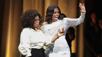 michelle obama signs books and packs united center for 'becoming' tour