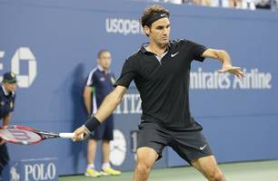 Federer beats Thiem to maintain quest for 100th title