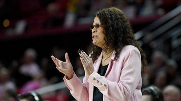 Rutgers' C. Vivian Stringer Becomes Fifth Women's Division 1 Coach to Record 1,000 Career Wins