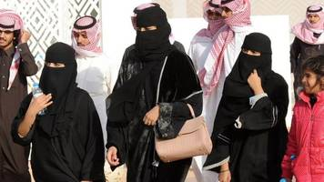 saudi women in 'inside-out abaya' protest