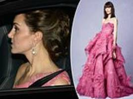 fans think kate middleton's pink gown at prince charles' bash was by marchesa