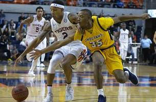 Wiley, No. 9 Auburn rout Mississippi College 103-52
