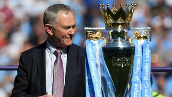 richard scudamore: fans urge clubs not to give to premier league chief's gift
