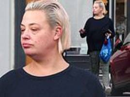 lisa armstrong goes make-up free as she stocks up snacks... amid ongoing divorce with ant mcpartlin
