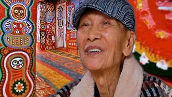 Grandpa paints his Taiwanese village in cats and dogs