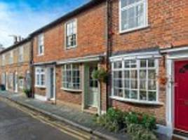 UK house prices fall an average of £5,000 in the last month