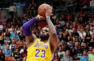 Nick Wright evaluates LeBron James' 51-pt performance in win over the Miami Heat