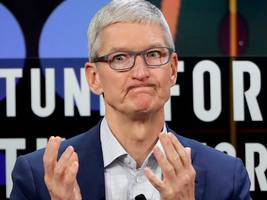goldman sachs downgrades apple for second time this month, warns apple may have 'miscalculated' iphone xr pricing strategy (aapl)