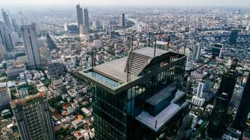 king power mahanakhon unveils new world class tourist destination 'mahanakhon skywalk'