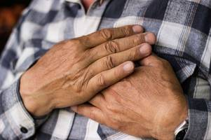 the eight heart attack warning signs you'll experience one month before